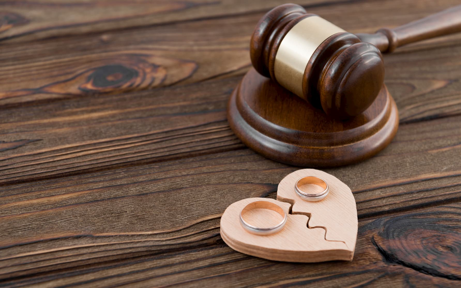 夫の風俗通いを理由に離婚できるのか